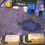 Eine Luftaufnahme von Essmann Haustechnik Firmenfahrzeugen